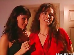 lesbos making out in bedroom