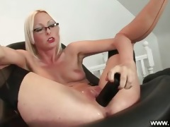 aged secretary receives her muff toyed