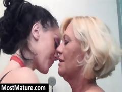older lesbian babes eating cunts