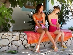 two russian lesb gals dildoing