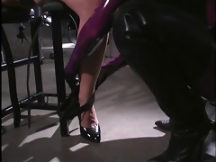 latex dominant-bitch punishes captured brunette