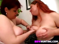 lesbian plumpers toying snatch